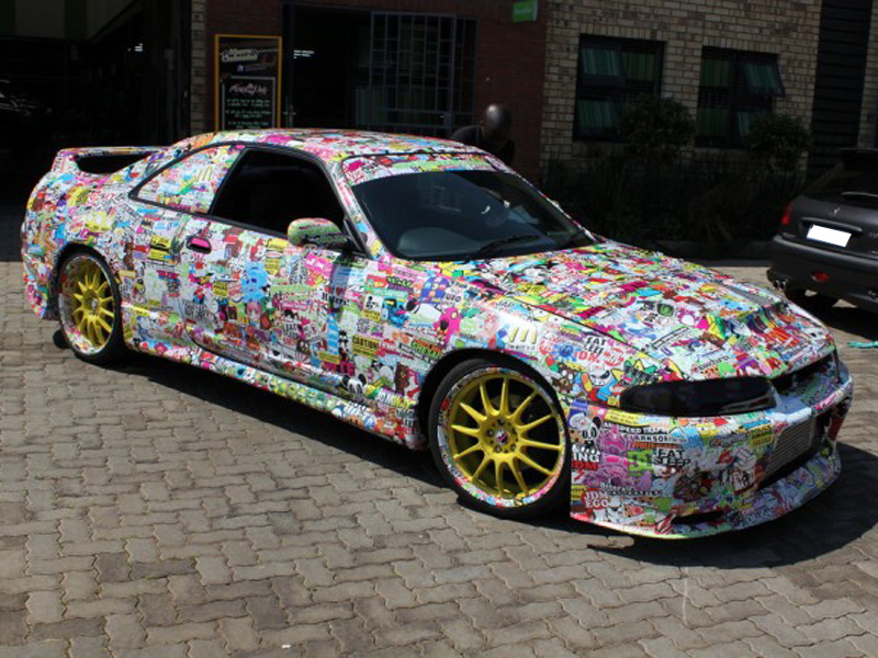 Nissan-Skyline-R34-total-car-wrapping-sticker-bomb-effect-1.jpg